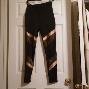 Limited edition Beyond Yoga side L leggings NWT